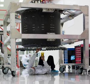 Le trajectographe d'AMS dans sa salle propre du CERN